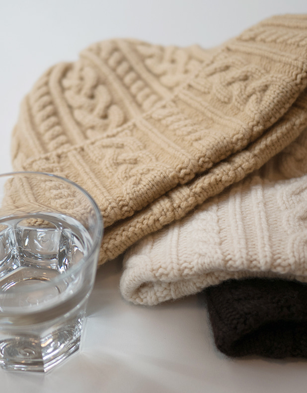 8800_Cable Knit Beanie