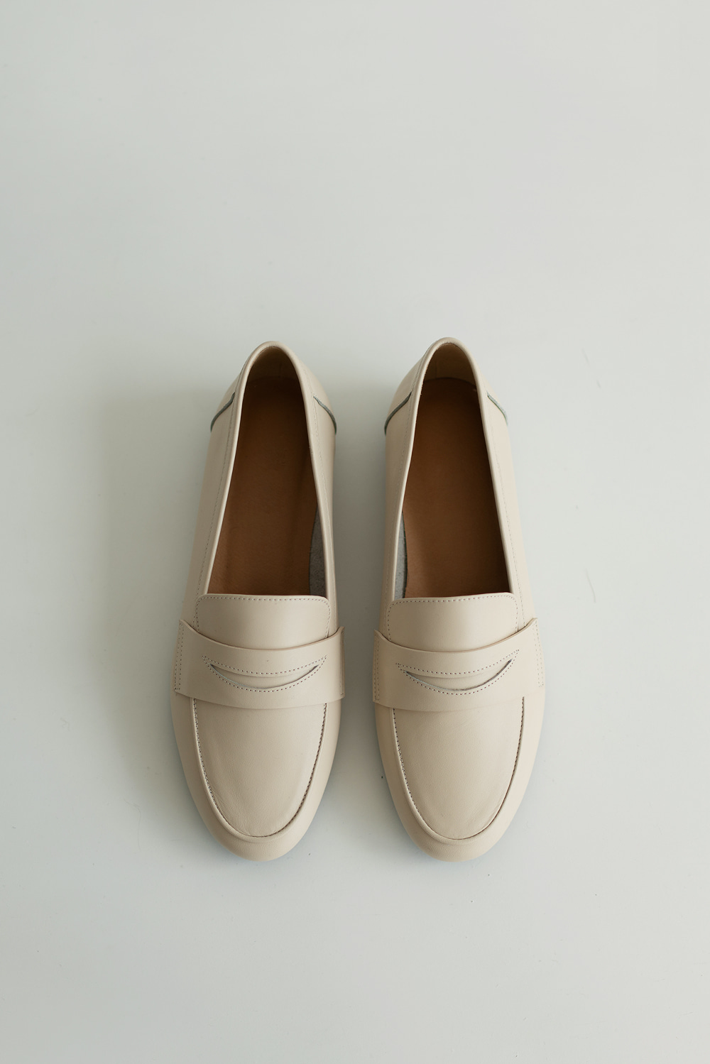 5379_Round Toe Leather Loafer